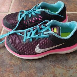 Young Girls Nike Shoes